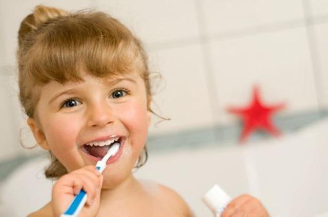 Read more about the article Quand faut-il commencer à brosser les dents de votre bébé?